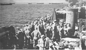 Embarquement d'unités dans un port Italien.