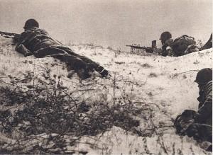 Fusil-mitrailleur en batterie aux avant-postes