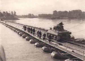 Franchissement des blindés sur un pont Treadway